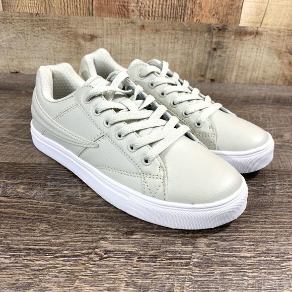 NEW Fila Smokescreen Low Men's Sz 7.5 Sneaker NWT